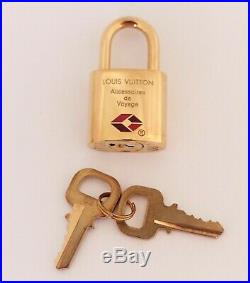 Auth LOUIS VUITTON Charm Padlock Keychain Lock Gold Tone Bag Luggage Accessory